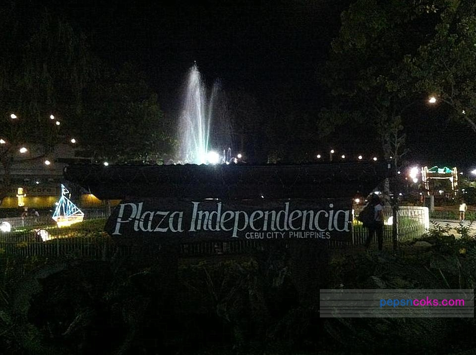 Plaza Independencia at Night